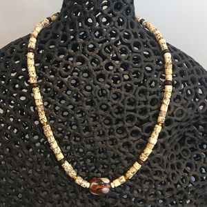 Jewelry - Beaded choker with glass bead